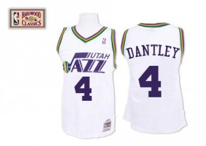 Camiseta NBA Utah Jazz Adrian Dantley #4 Throwback Mitchell and Ness Blanco Authentic - Hombre