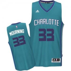 Camiseta Swingman Alonzo Mourning #33 Charlotte Hornets Road Azul claro - Hombre
